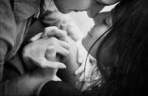 black-and-white-couple-cute-hands-hands-together-Favim.com-324044