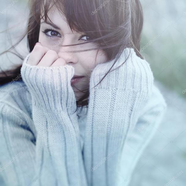 depositphotos_13531956-stock-photo-beautiful-girl-freezing-outdoor