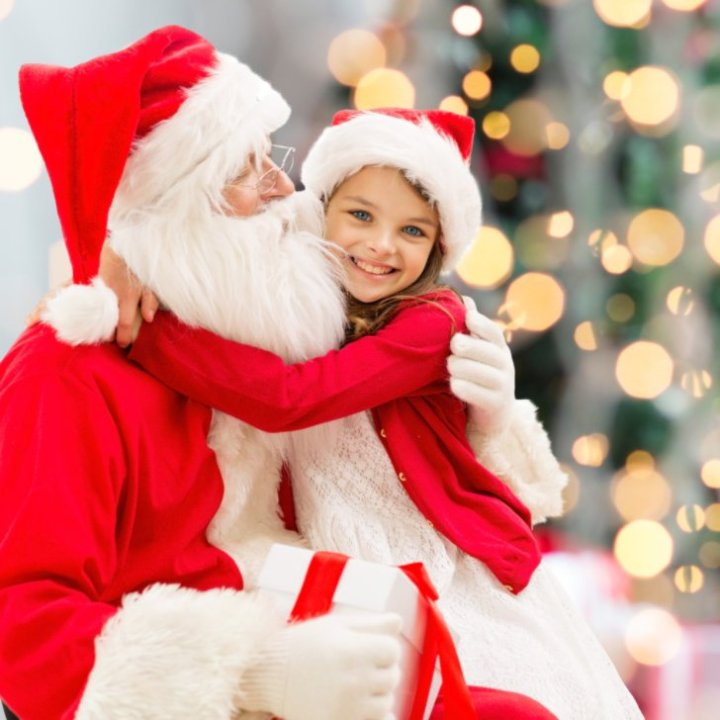 Little-Girl-Thinks-Man-Walmart-Santa-Claus