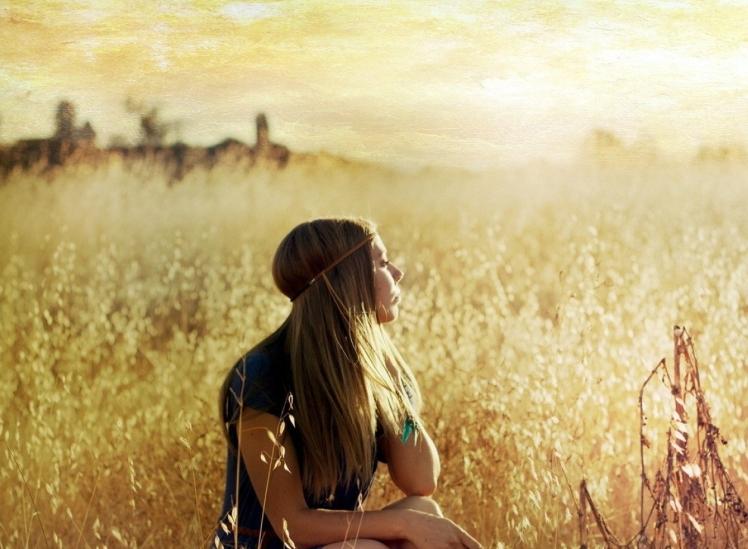 ws_blonde_girl_in_summer_field_1920x1200.jpg