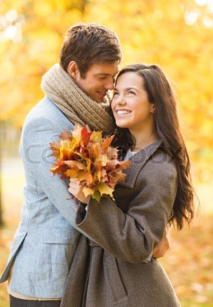 8026072-romantic-couple-kissing-in-the-autumn-park