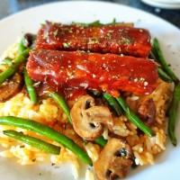 Rice with vegan meatballs and vegan ribs!