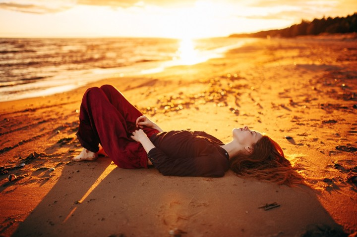4526669-women-model-long-hair-redhead-lying-down-wavy-hair-closed-eyes-barefoot-women-outdoors-marat-safin-beach-sunset-outdoors-sunlight